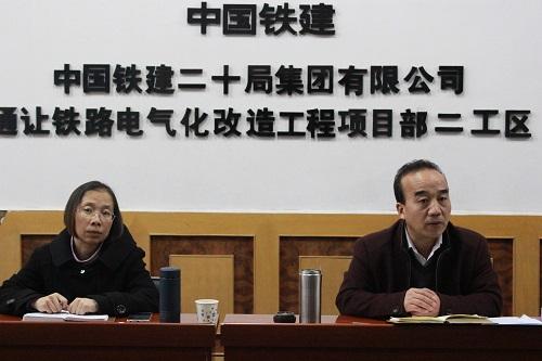 安全小组长李世科(右一)正在对项目提要求.JPG